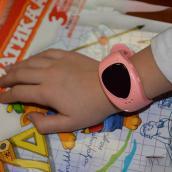 Малыш Детские часы телефон с GPS трекером для девочки розовые